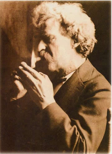Mark Twain smoking