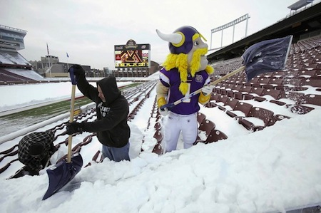 Vikings, TCF & Snow - Photo via Eric Miller / Reuters