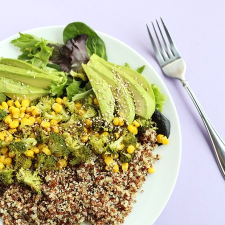 Healthy Quinoa Veggie Bowl is super easy to make. Only takes about 30 minutes and is packed full of healthy vitamins, minerals, fiber, and protein! Vegan! / TwoRaspberries.com