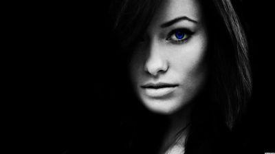 Blue-Eye-Girl-Black-Background-For-Ubuntu - Ubuntu Free