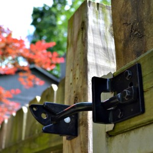 how to install self-adjusting gate hardware