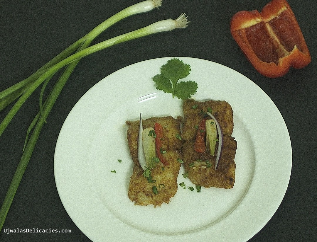 Baked fish with bell-pepper and spring onion
