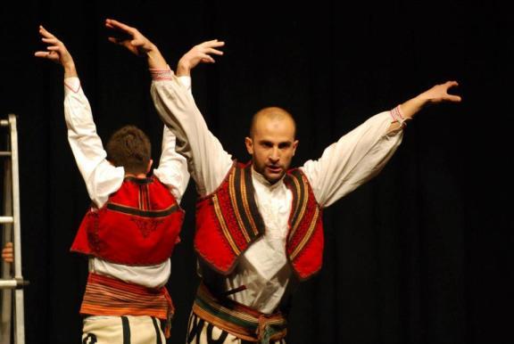 Arber Jakllari duke aktruar ne Shqiperi