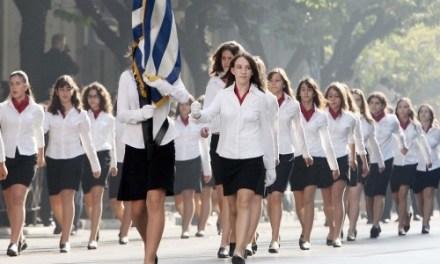 <!--:en-->Albanian girl to hold Greek flag in a school parade, racist classmates outraged <!--:--><!--:sq-->Shqiptarja të mbajë flamurin grek në parakalimin e shkollës, nxënësit racistë të zemëruar<!--:-->