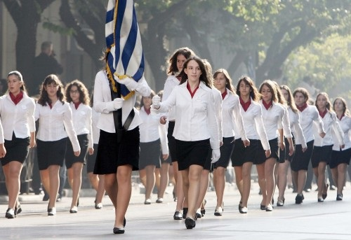 <!--:en-->Albanian girl to hold Greek flag in a school parade, racist classmates outraged <!--:--><!--:sq-->Shqiptarja të mbajë flamurin grek në parakalimin e shkollës, nxënësit racistë të zemëruar<!--:-->
