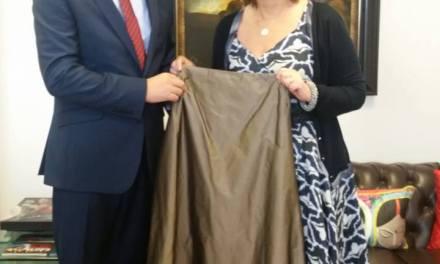 """Cherie Blair dhe Baronesha Anelay  dhurojnë nga një fustan në mbështetje të fushatës """"Mendoj për Ty"""""""