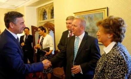 Shqiptarë të Britanisë kërkuan nga Kadri Veseli çrrënjosjen e korrupsionit dhe krijimin e kushteve për investime në Kosovë
