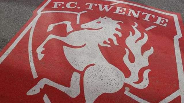 FUTEBOL - Estatua Blaise Nkufo no estadio para o encontro Twente vs Benfica playoff de acesso a fase de grupos da Liga dos Campeoes a realizar no Estadio do Grolsch Veste. Terca feira 16 de Agosto de 2011. (ANTONIO AZEVEDO/ASF)