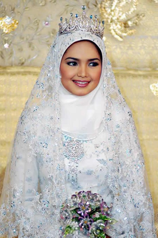 Wedding dresses with sleeves for Dresses for muslim wedding