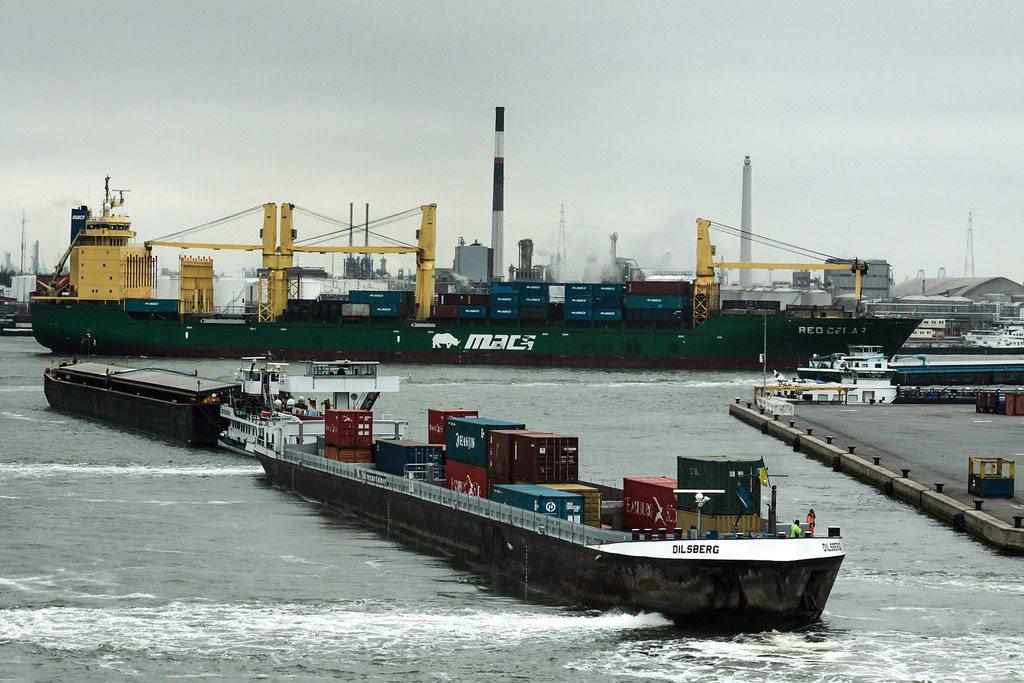 Photo: Port scenes, Antwerp, 2013. International Maritime Organization (IMO) Photo: IMO
