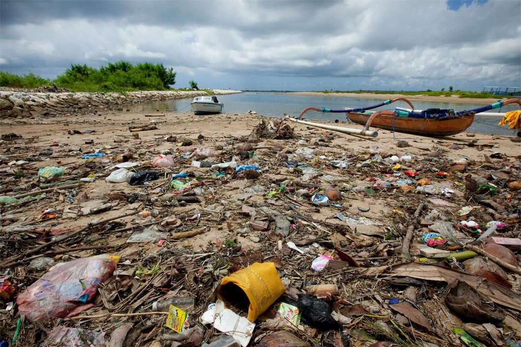 Photo: Marine litter affects communities and seas in every region of the world, and negatively impacts biodiversity, fisheries and coastal economies.