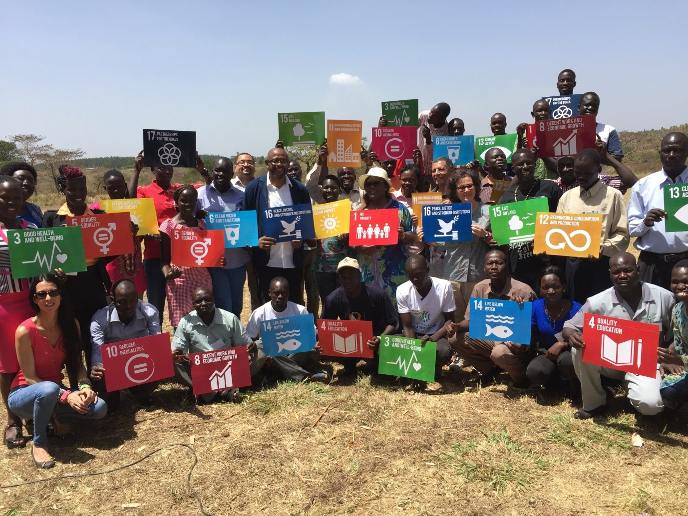 Forest Whitaker shares the SDGs with young peacemakers from Uganda and South Sudan