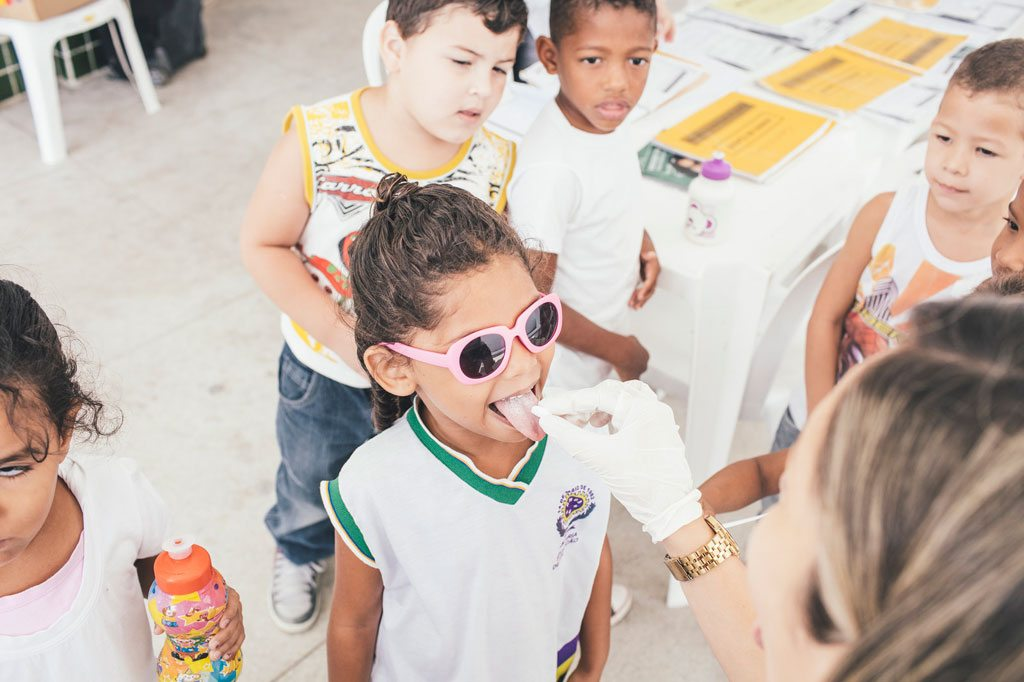 Integrated school campaign for the detection, prevention and elimination of leprosy, ocular trachoma and schistosomiasis in Pernambuco, Recife, Brazil. Photo: PAHO/WHO