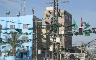 Electrical power transmission lines in Gaza City. Photo: World Bank/Natalia Cieslik (file)