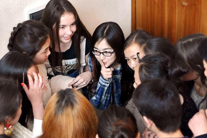 Kyrgyzstan_Youth_Peacebuilding_August2017_Kyrgyz-YPS-peer-educators_1_675x450