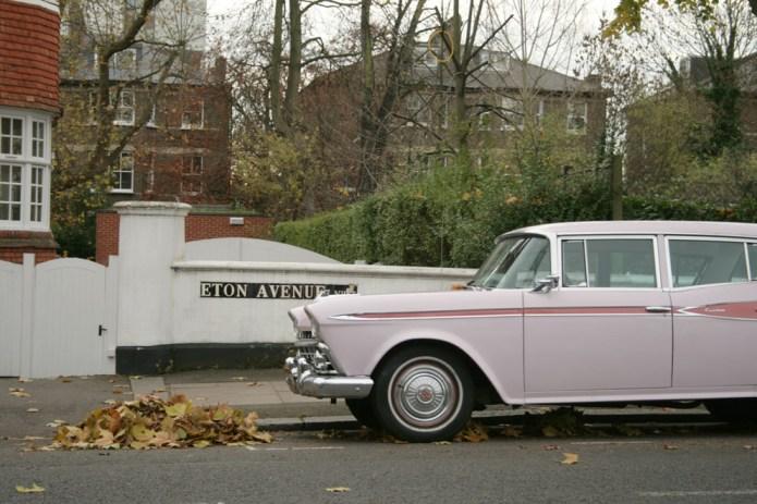 Londres en otoño coche rosa