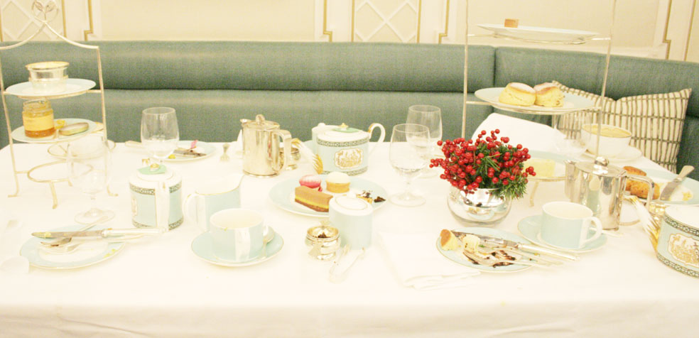 afternoon tea en Fortnum Mason mesa
