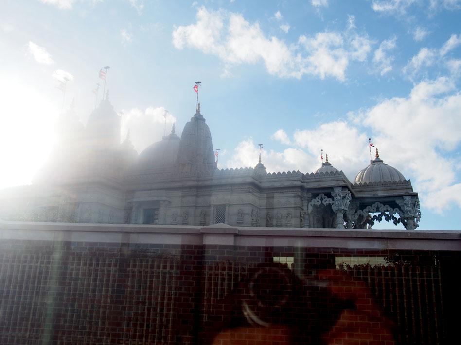 Cómo ir a Ikea de Londres en transporte público Templo Dwaminarayan