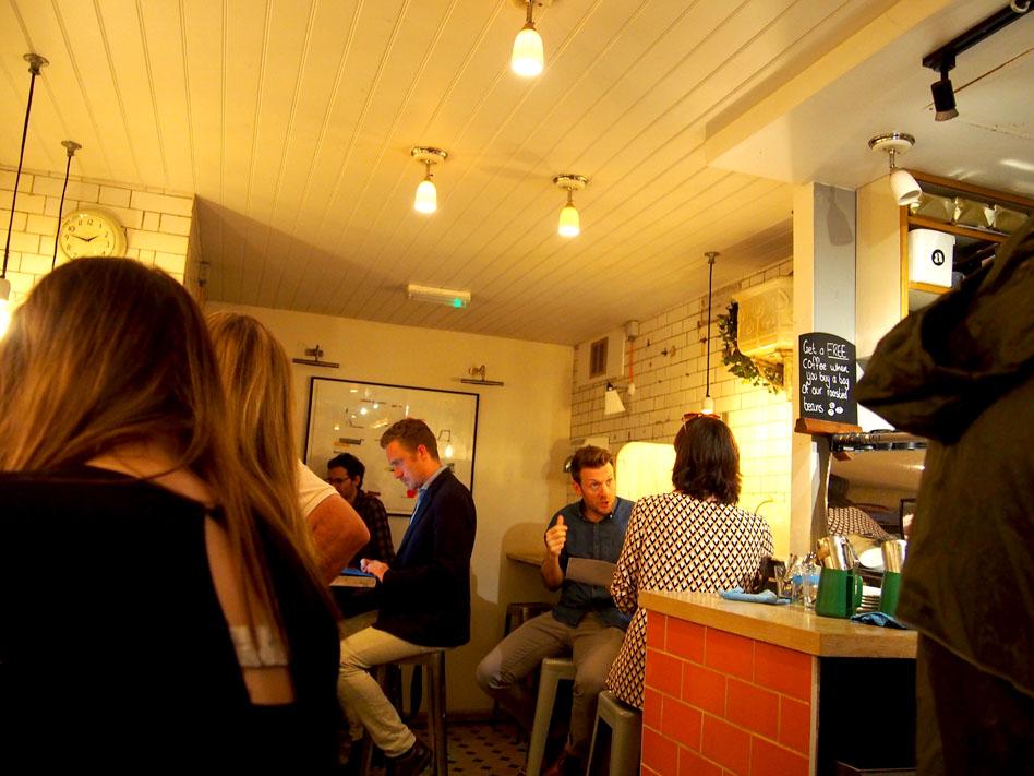 El bar de los baños públicos de Londres ambiente