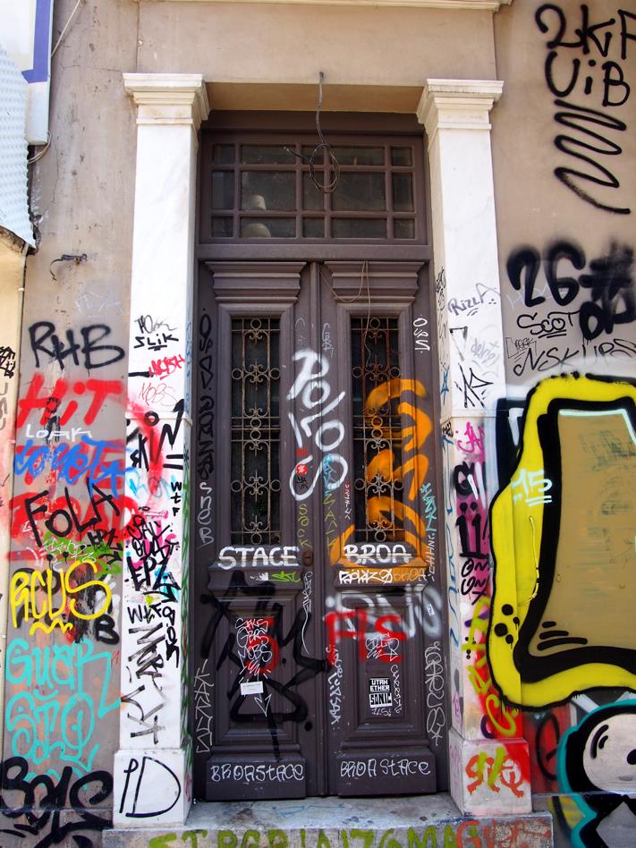 calle-pittaki-puerta