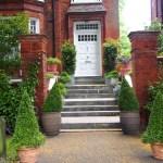 Puertas de Belsize Park entrada con escalera