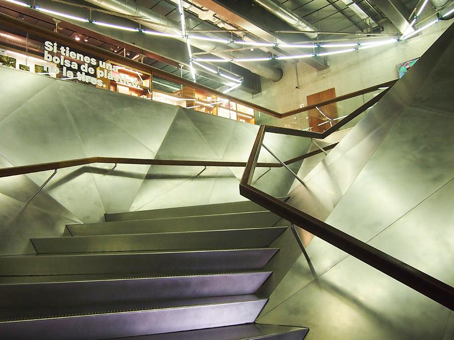 Barrio-de-las-letras-Caixa-Forum-escalera