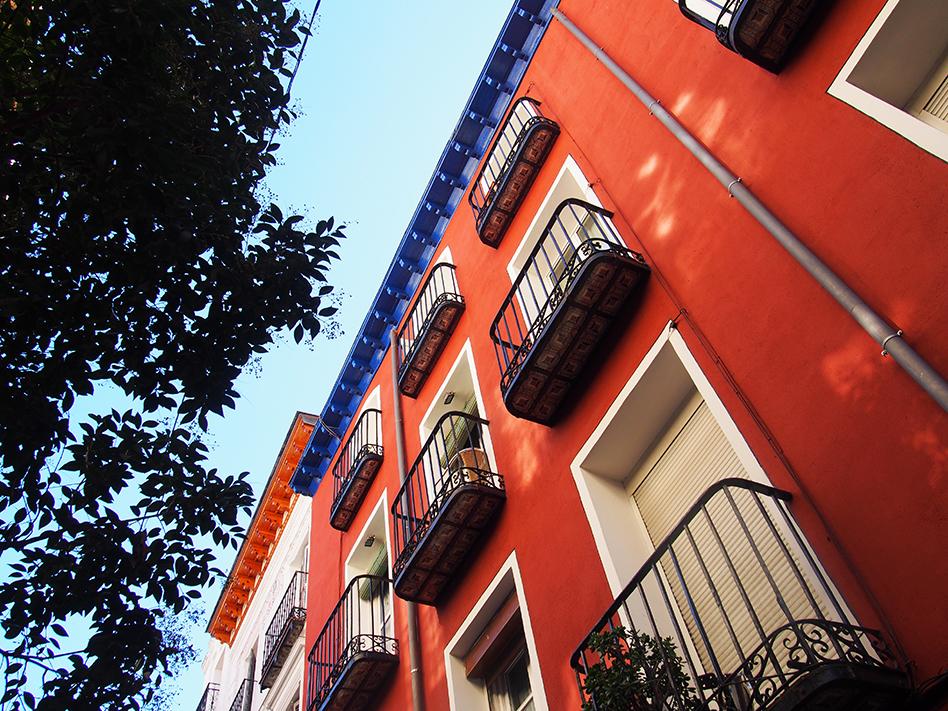 Barrio de las letras Bar calle moratín tejados