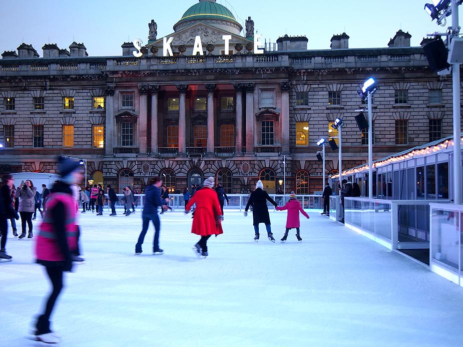 Guía de Londres en Navidad patinaje somerset house