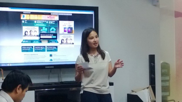 Smart Bro Product Manager Anne Binuya explaining the Smart LTE prepaid offers