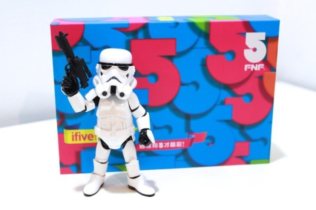 For this unboxing we asked help from Mr. Storm Trooper.