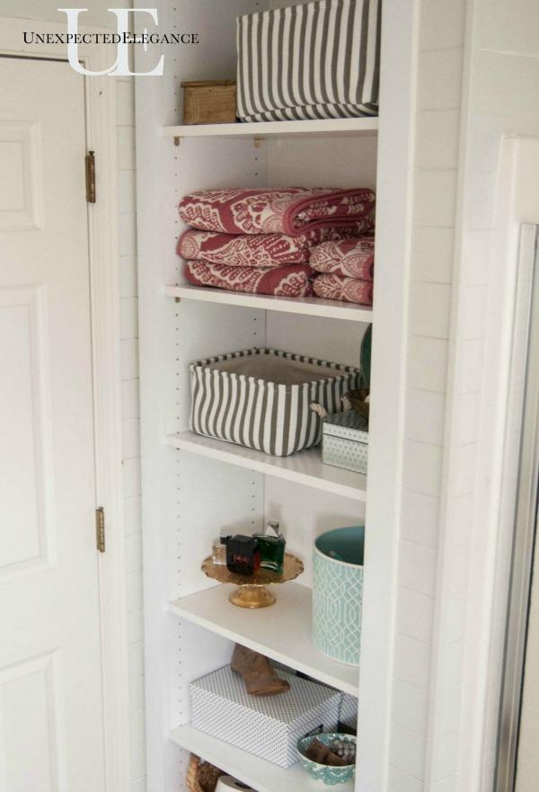 diy built in shelving for my bathroom unexpected elegance. Black Bedroom Furniture Sets. Home Design Ideas