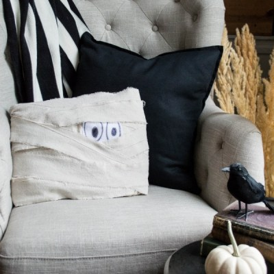 10 Minute Halloween Craft | Mummy Pillow