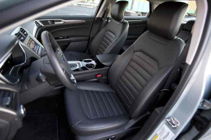 2013-Ford-Fusion-SE-Interior