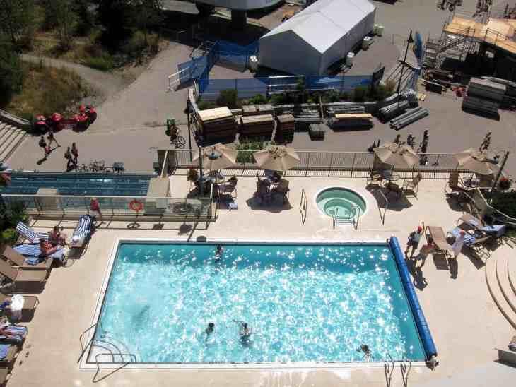 pan-pacific-whistler-mountainside-swimming-pool