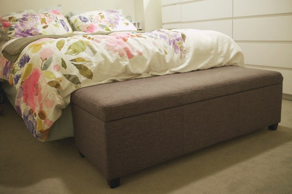 02-bed-bench