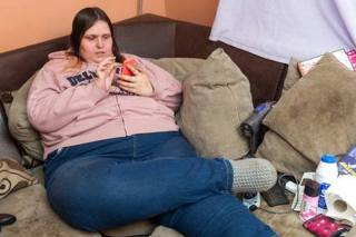 Woman 'Too Fat To Work' Refuses Treatment To Stay On Benefits