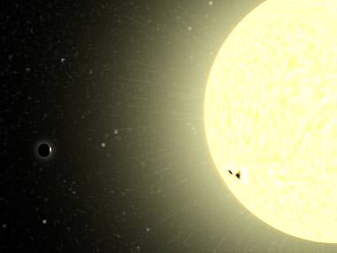 COROT-exo-7b, bottom left dot shadows in front of his central star (artist's impression). Because of its proximity to the star, researcher believe it will be pulled into the star and destroyed. Image: Klaudia Einhorn.