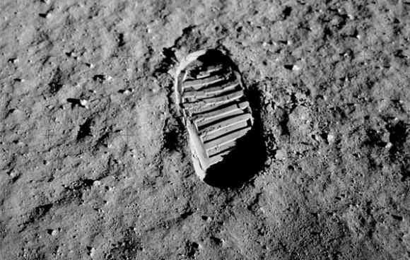 Bootprint in the lunar regolith left behing by the Apollo 11 crew. Credit: NASA