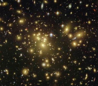 A cluster of galaxies as seen from the Hubble Space Telescope