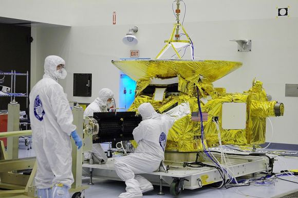 New Horizons in the Payload Hazardous Servicing Facility at the Kennedy Space Center. Note the RTG (black) protruding from the spacecraft. (Credit: NASA/Uwe W.)