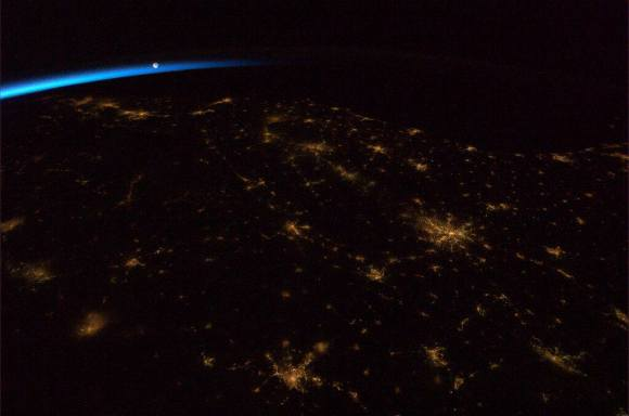 The Moon ushering in the dawn over the Southeastern United States. Credit: NASA/CSA via Chris Hadfield.
