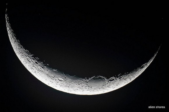 Closeup of the crescent Moon on October 12, 2012. Credit and copyright: Wes Schulstad