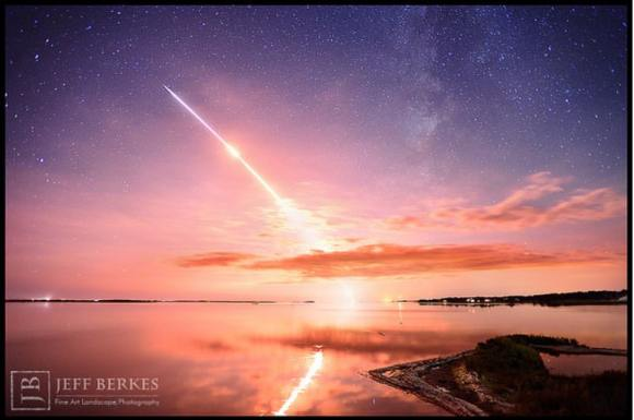 LADEE and the Milky Way: Launch of the LADEE Rocket from Wallops Flight Facility in Virginia. Credit and copyright: Jeff Berkes/Jeff Berkes Photography.