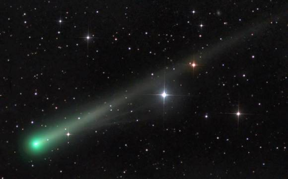 Two new tail streamers are visible between Comet ISON's green coma and bright star near center. in this photo taken on Nov. 6. They're possibly the beginning of an ion tail. Click to enlarge. Credit: Damian Peach