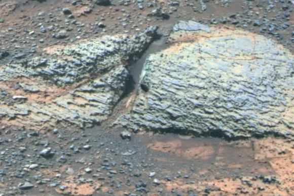Pancam false-color view acquired on Sol 3066 (Sept. 8 2012) of fine-scale layering in the Whitewater Lake locality that is indicative of an ancient aqueous environment on Mars. Veneers have been resistant to wind erosion and enhanced the layered appearance of the outcrop. Layers are typically several millimeters thick.  Credit: NASA/JPL-Caltech/Cornell/Arizona State University