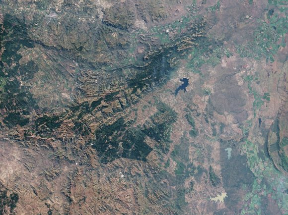 An satellite view of Barberton greenstone around the town of Barberton, South Africa. Credit: NASA Earth Observatory/Landsat/U.S. Geological Survey/Jesse Allen