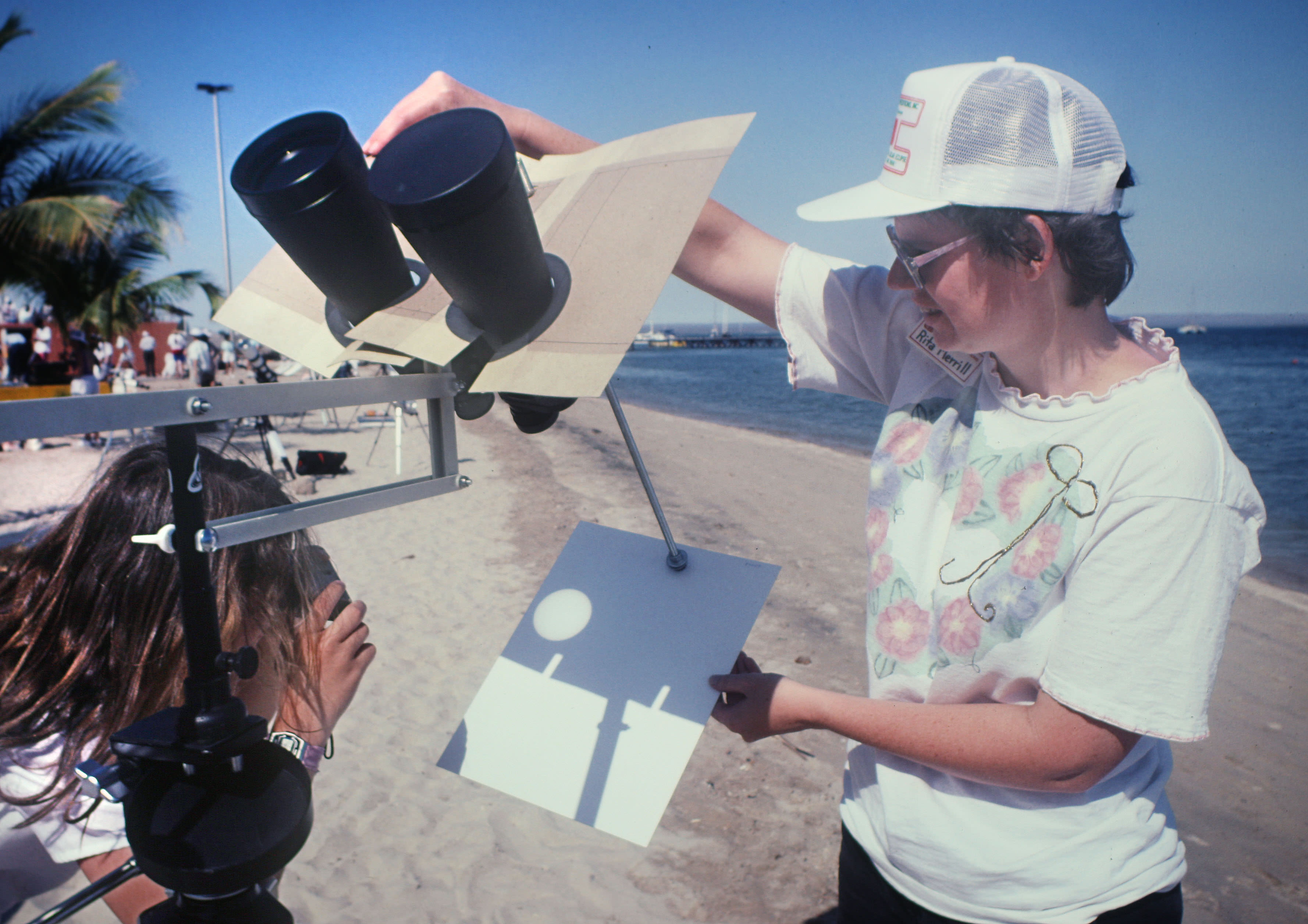 how to make eclipse viewer with your hands