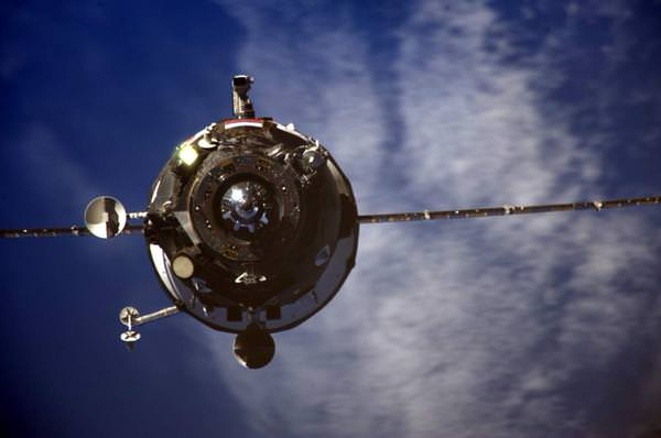The ISS Progress M-28 (Progress 60) cargo craft is seen just a few minutes away from successful docking to the International Space Station. Credit: Roscosmos