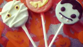 Easy Halloween Cookie Pops (University Foodie)