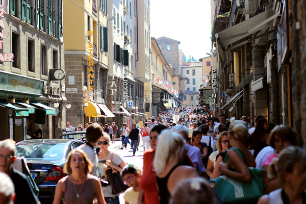 Tourists in Florence | universityfoodie.com
